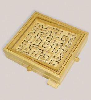 Kugellabyrinth aus Holz