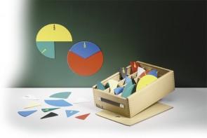 Bruchrechensatz mit Kreissegmenten im Holzkoffer