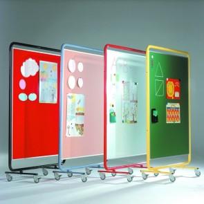 Fahrbare Ausstellungswand 120 cm x 150 cm mit grüner Stahlfläche