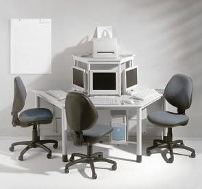 Computerinsel mit 3 Arbeitsplätzen