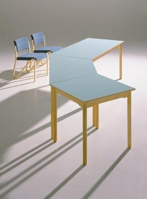 Quadrattisch mit Rundprofilfüßen