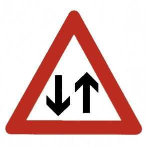 Verkehrsschild: Gegenverkehr
